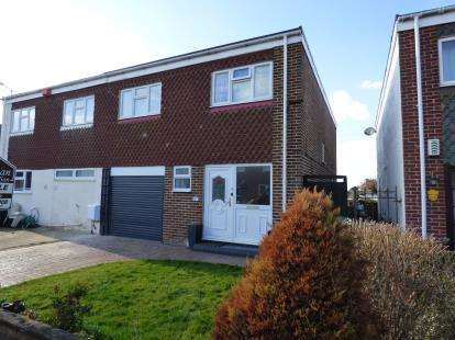 4 Bedrooms Semi Detached House for sale in Hayling Island, Hampshire