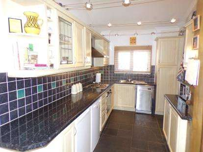 3 Bedrooms Terraced House for sale in Langdon Hills, Essex