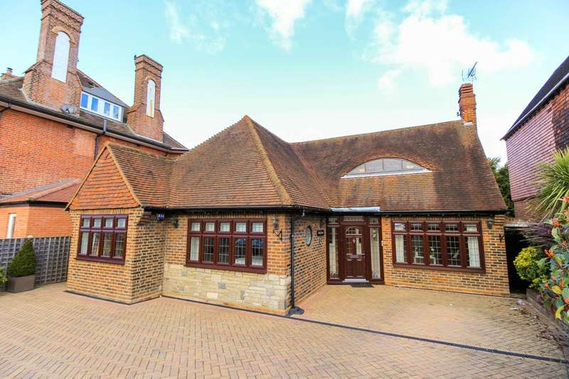 2 Bedrooms Detached Bungalow for sale in Woodside Road, Woodford Green