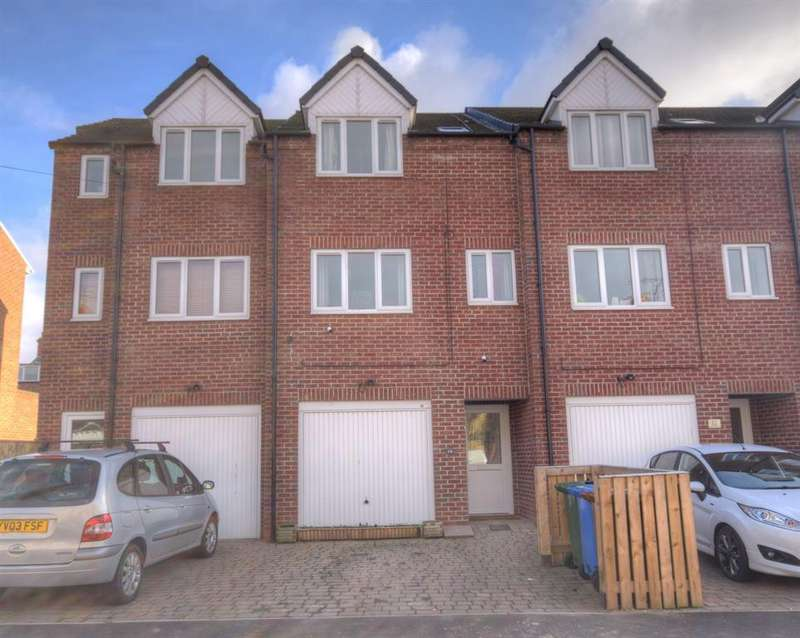 3 Bedrooms Terraced House for sale in Ashbourne Avenue, Bridlington, YO16 4PE