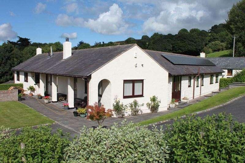 3 Bedrooms Detached Bungalow for sale in Ffordd Meusydd, Llansanffraid Glan Conwy
