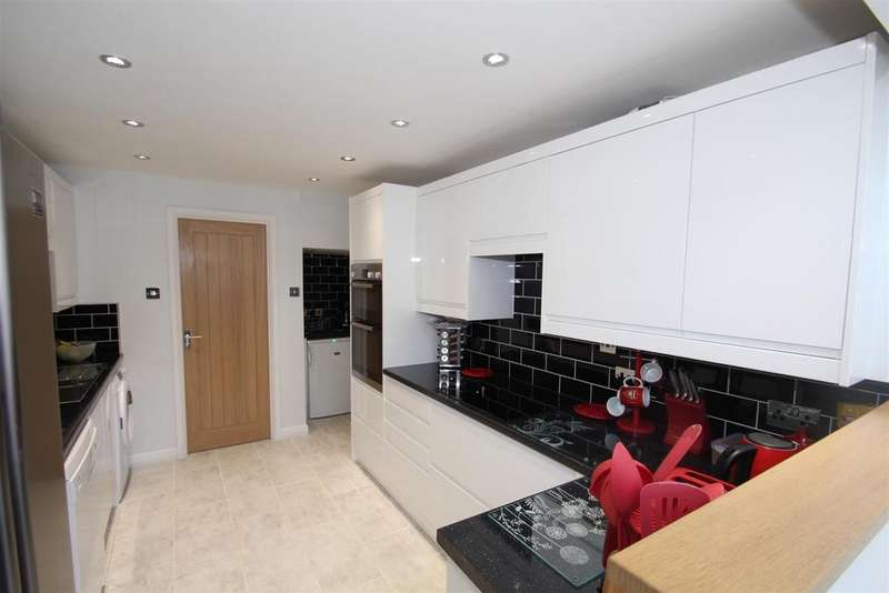 3 Bedrooms Semi Detached House for sale in Chatsworth, Great Holm, Milton Keynes