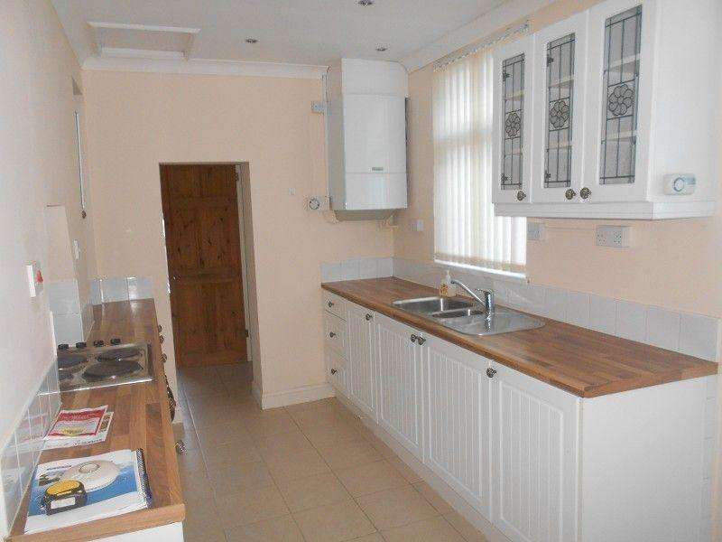3 Bedrooms Terraced House for rent in Merthyr Road, Pontwalby, Glynneath, Neath, Neath Port Talbot.