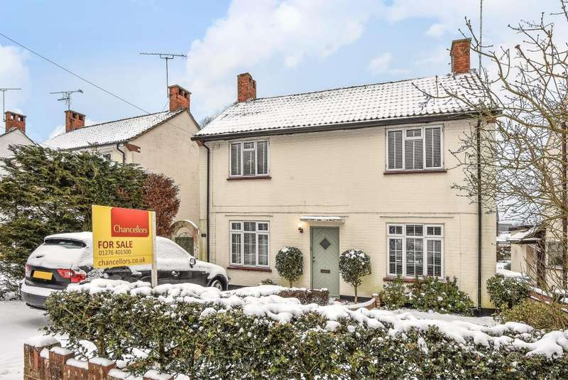 3 Bedrooms Detached House for sale in Crabtree Road, Camberley, GU15