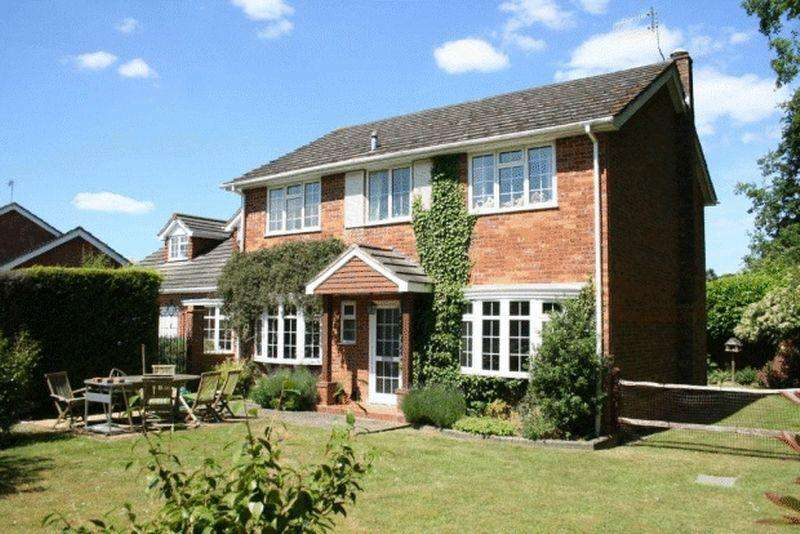 5 Bedrooms Detached House for rent in Woodstock Close, Cranleigh