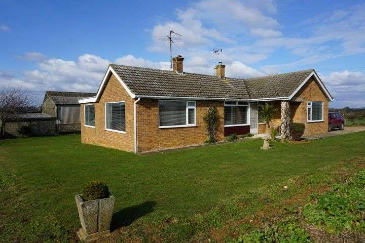 3 Bedrooms Detached Bungalow for rent in R2126 WOLLASTON NN29 7PY