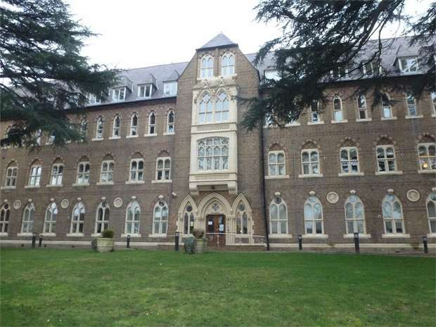 1 Bedroom Flat for sale in Borough Road, Isleworth, Middlesex