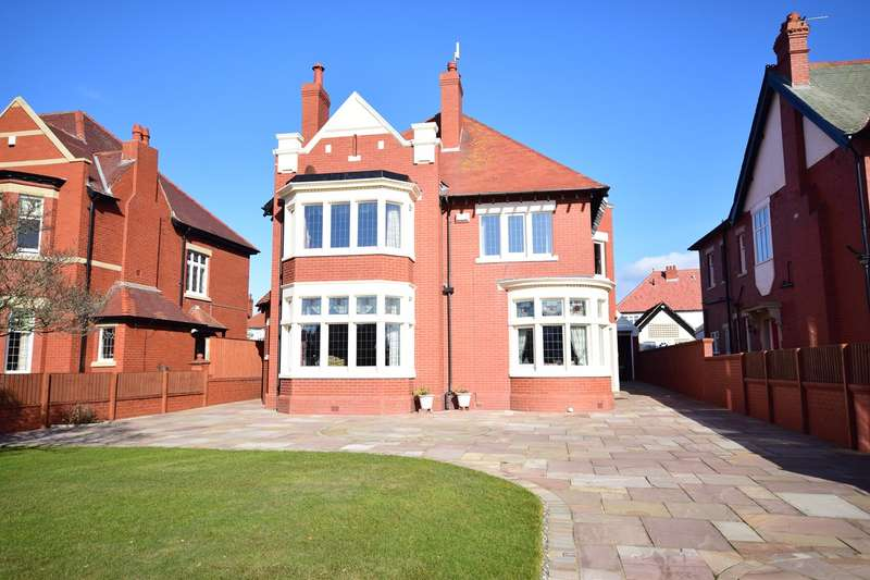 5 Bedrooms Detached House for sale in Clifton Drive South, Lytham St Annes, FY8