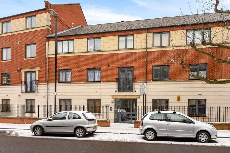2 Bedrooms Flat for sale in Statham Court, Tollington Way, London, N7