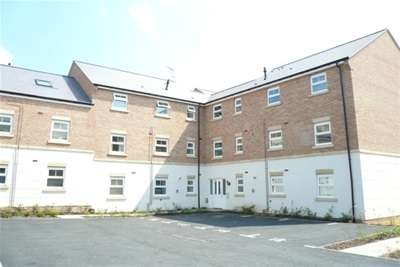 2 Bedrooms Flat for rent in Stourhead Road, Rugby