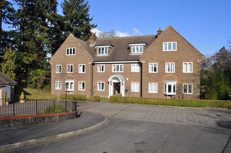 3 Bedrooms Apartment Flat for sale in Priory Court, Farnham, Surrey