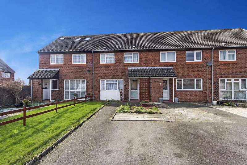 2 Bedrooms Terraced House for sale in Coral Close, Chadwell Heath, Romford, RM6