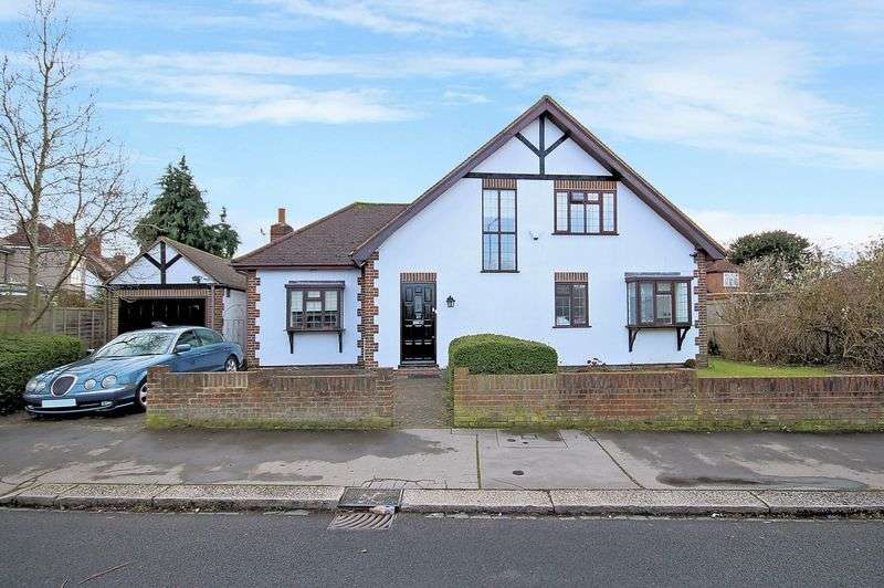 4 Bedrooms Property for sale in West Way, Shirley