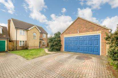 4 Bedrooms Detached House for sale in Horseshoe Close, Marston Moretaine, Bedford, Bedfordshire