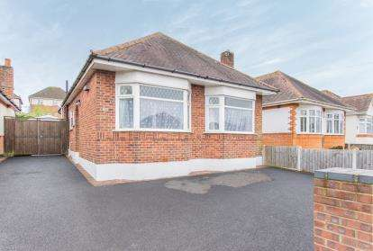 3 Bedrooms Bungalow for sale in Muscliff, Bournemouth, Dorset