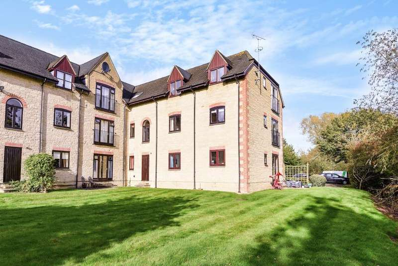 2 Bedrooms Flat for sale in Lakeside, Ducklington Lane, Witney, OX28