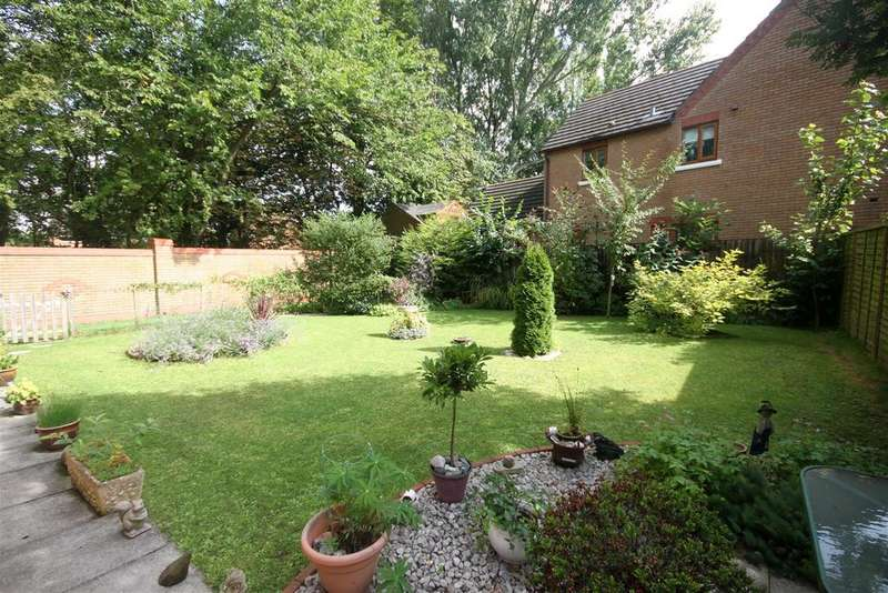 4 Bedrooms Detached House for sale in Abington Drive, Banks, Southport