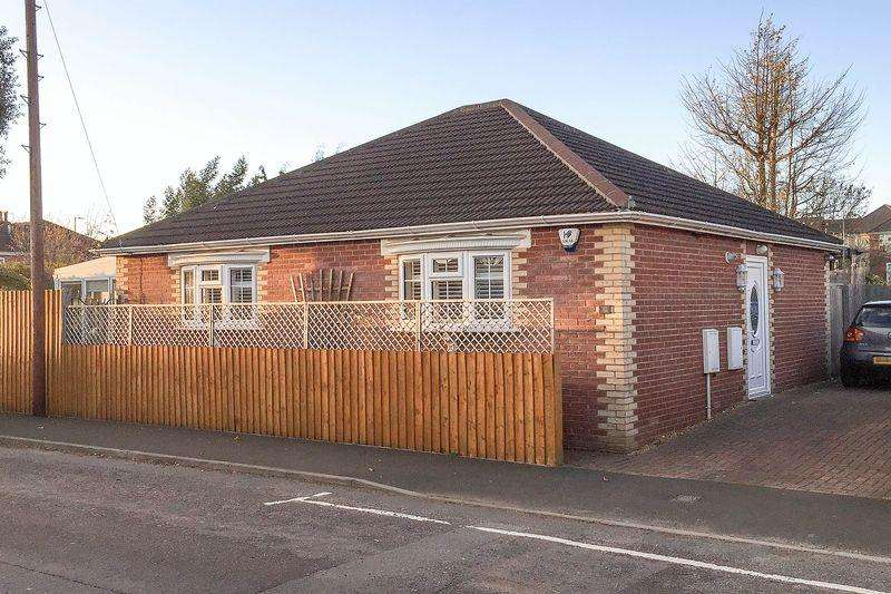 2 Bedrooms Detached Bungalow for sale in Eling