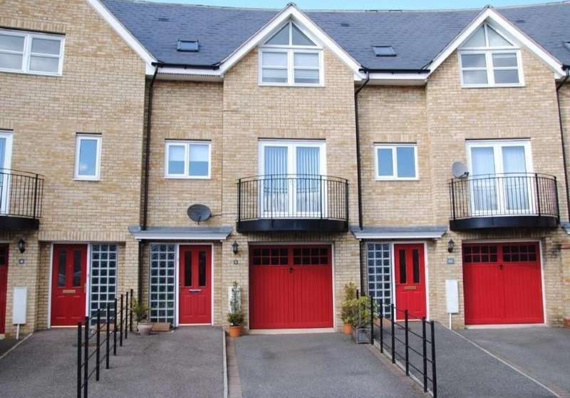 3 Bedrooms Terraced House for rent in Northern Rose Close, Bury St. Edmunds