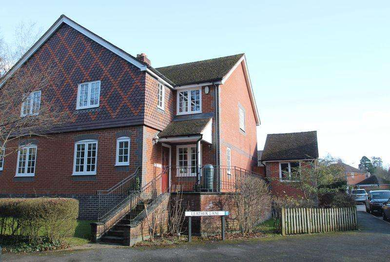 4 Bedrooms Semi Detached House for sale in Queen Street, Gomshall