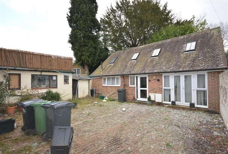 3 Bedrooms Semi Detached House for sale in Station Road, Hurst Green