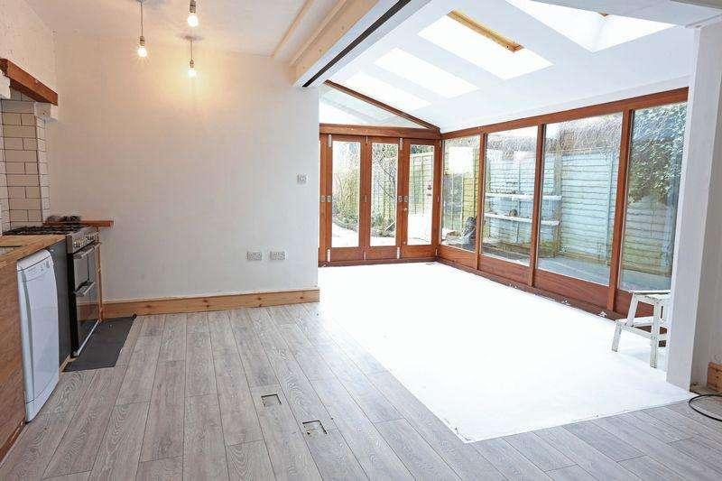 3 Bedrooms Semi Detached House for rent in Hurstpierpoint,
