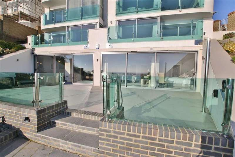 3 Bedrooms Flat for sale in Holland Road, Westcliff-On-Sea, Essex