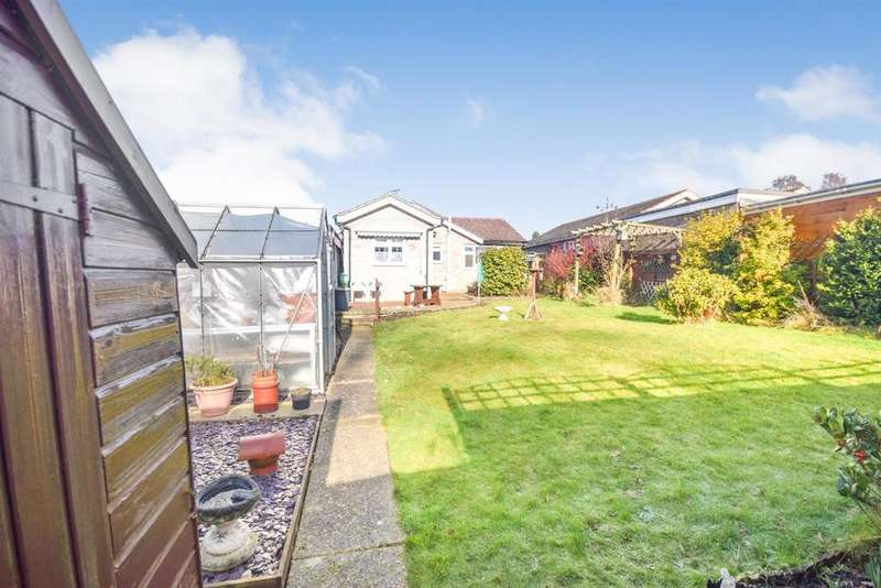 2 Bedrooms House for sale in St. Fillan Road, Colchester