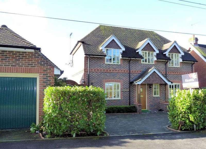 3 Bedrooms Detached House for rent in Churt
