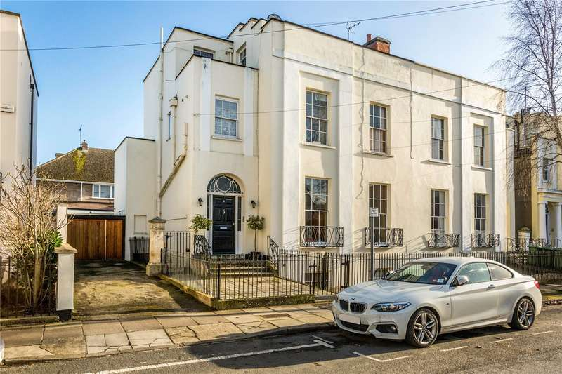 2 Bedrooms Flat for sale in Priory Street, Cheltenham, Gloucestershire, GL52