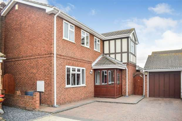 4 Bedrooms Detached House for sale in Sunningdale, Canvey Island, Essex