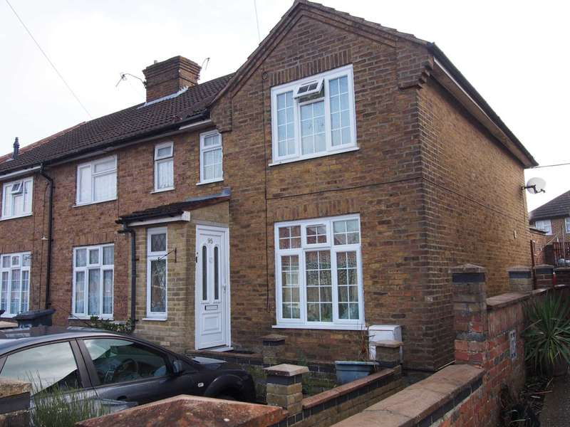 3 Bedrooms Semi Detached House for rent in Spearing Road, High Wycombe
