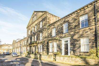 House for sale in Balmoral Place, Halifax, West Yorkshire