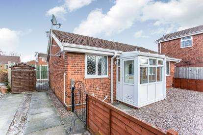 2 Bedrooms Bungalow for sale in Tintern Close, Callands, Warrington, Cheshire