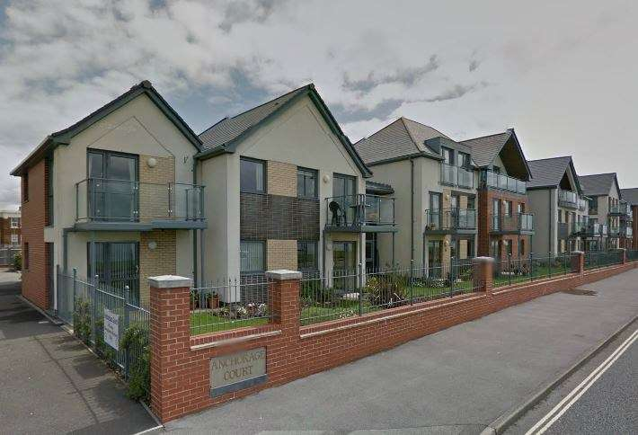 1 Bedroom Retirement Property for sale in Marine Parade East, Lee-On-The-Solent