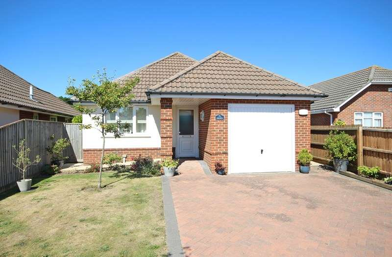 3 Bedrooms Detached Bungalow for sale in Milton Grove, New Milton
