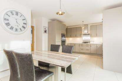 4 Bedrooms Detached House for sale in Beacon Park, Plymouth, Devon