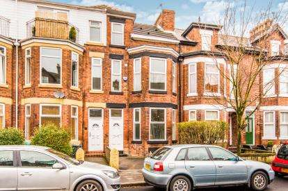 4 Bedrooms Terraced House for sale in Warwick Road, Chorlton, Manchester, Greater Manchester
