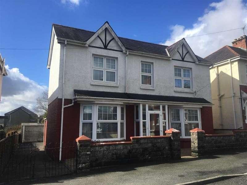 3 Bedrooms Detached House for sale in Myrddin Crescent, Carmarthen