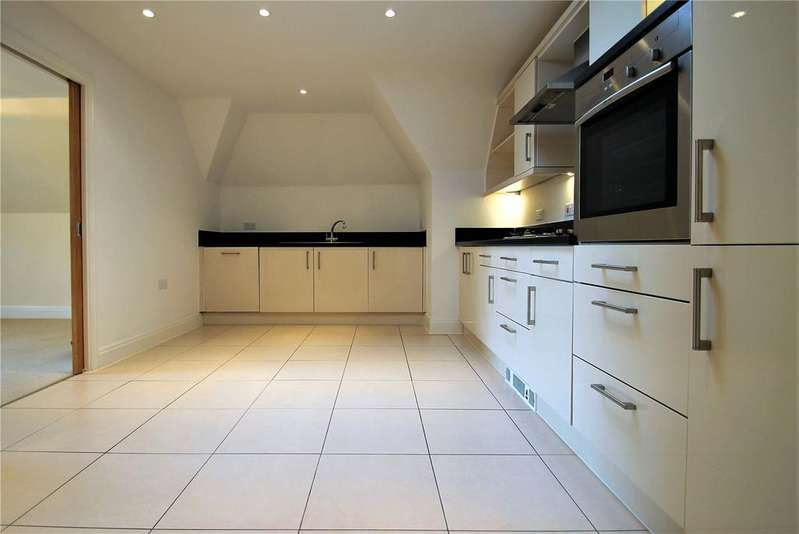 2 Bedrooms Flat for rent in Sonnet Court, 2 Tennyson Road, Worthing, West Sussex, BN11
