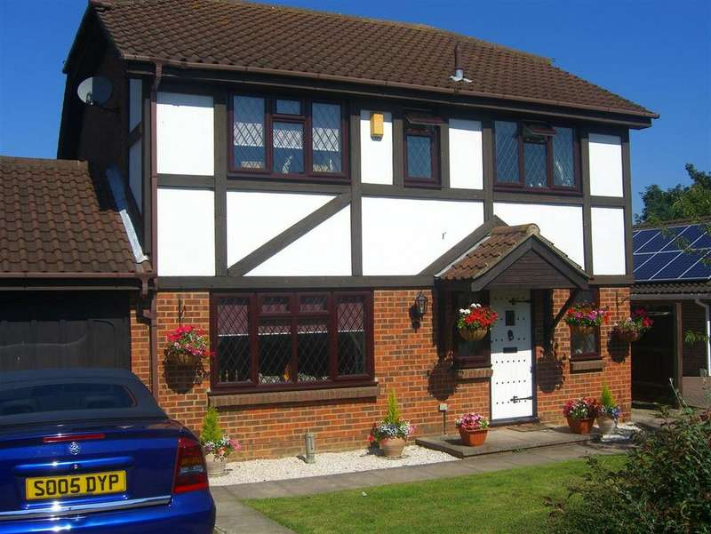 4 Bedrooms Detached House for sale in Willow Road, Larkfield, Aylesford