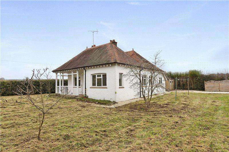 3 Bedrooms Detached Bungalow for rent in Thornycroft, Goring Heath, Reading, Berkshire, RG8