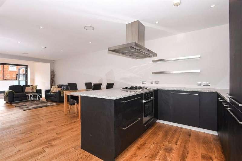 2 Bedrooms Apartment Flat for sale in Windsor Quay, Farm Yard, Windsor, Berkshire, SL4