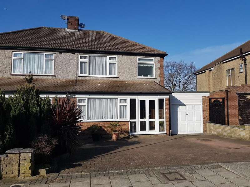3 Bedrooms Semi Detached House for sale in Pettits Boulevard, Romford, RM1