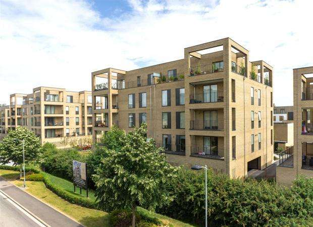 3 Bedrooms Apartment Flat for rent in Forbes Close, Trumpington, Cambridge