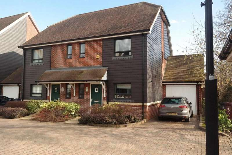 3 Bedrooms Semi Detached House for sale in Lillywhite Road, Westhampnett