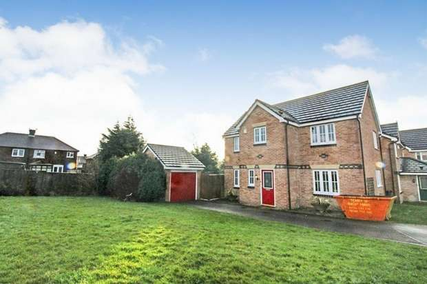 4 Bedrooms Detached House for sale in Roeburn Close, Bradford, West Yorkshire