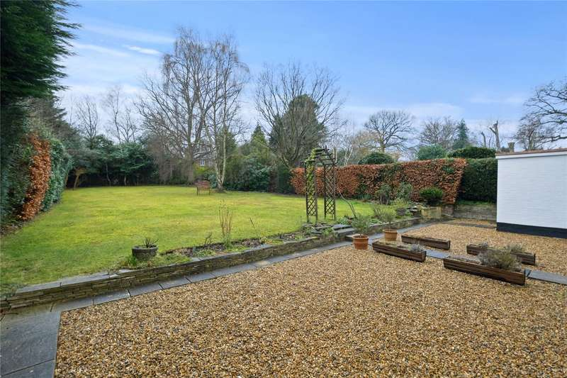 4 Bedrooms Detached House for sale in Queens Road, Walton-on-Thames, Surrey, KT12