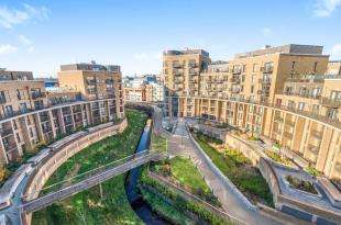 2 Bedrooms Flat for sale in Whitestone Way, Croydon