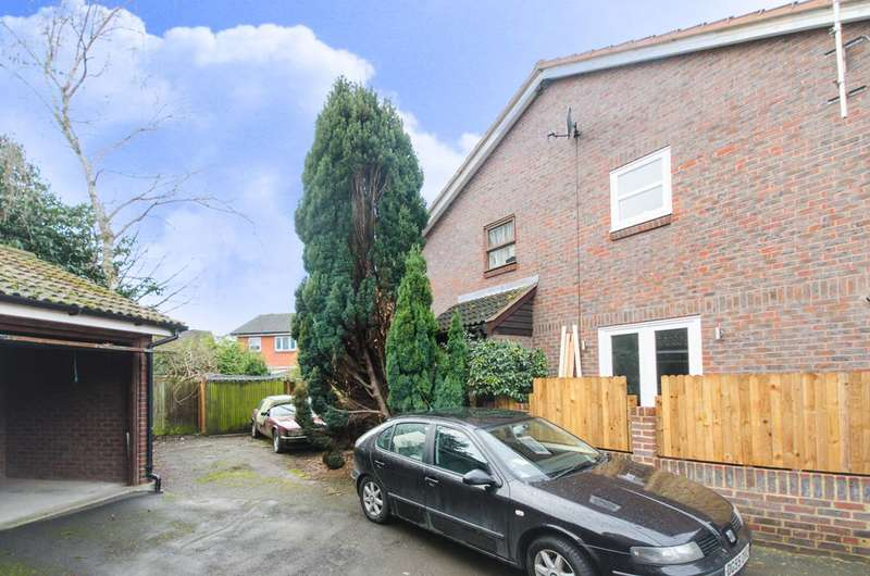 1 Bedroom Flat for sale in Hickman Close, Beckton, E16